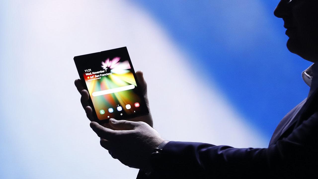 A Samsung pode produzir mais de 1 milhão de smartphones dobráveis